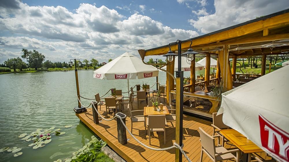 restauracja-lowisko-altana-drewniana-nad-woda-slider