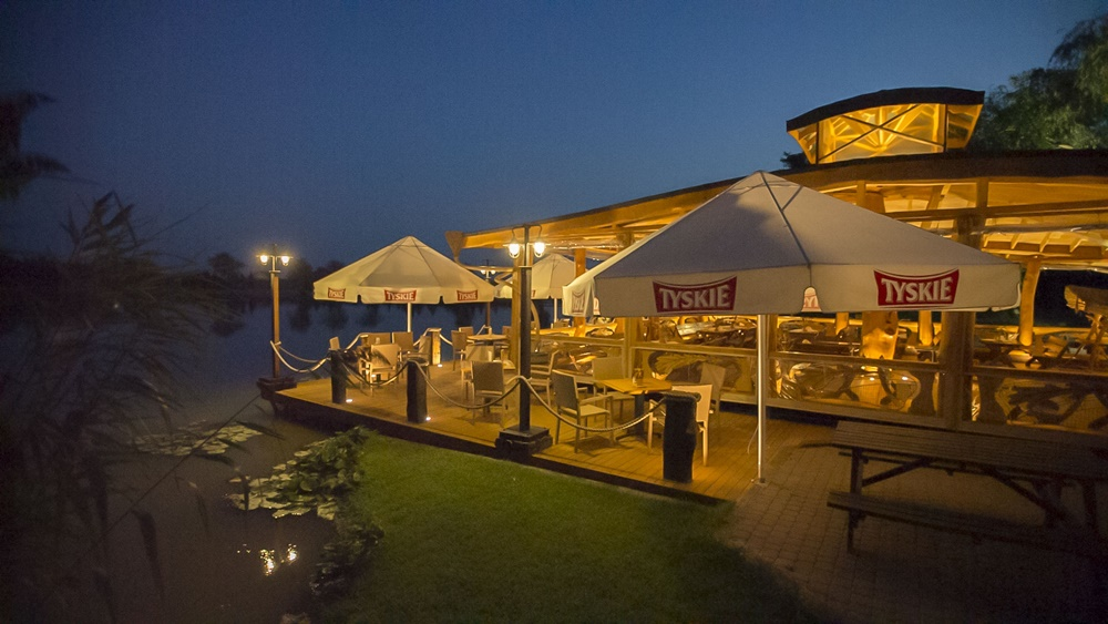 restauracja-lowisko-altana-noc-slider