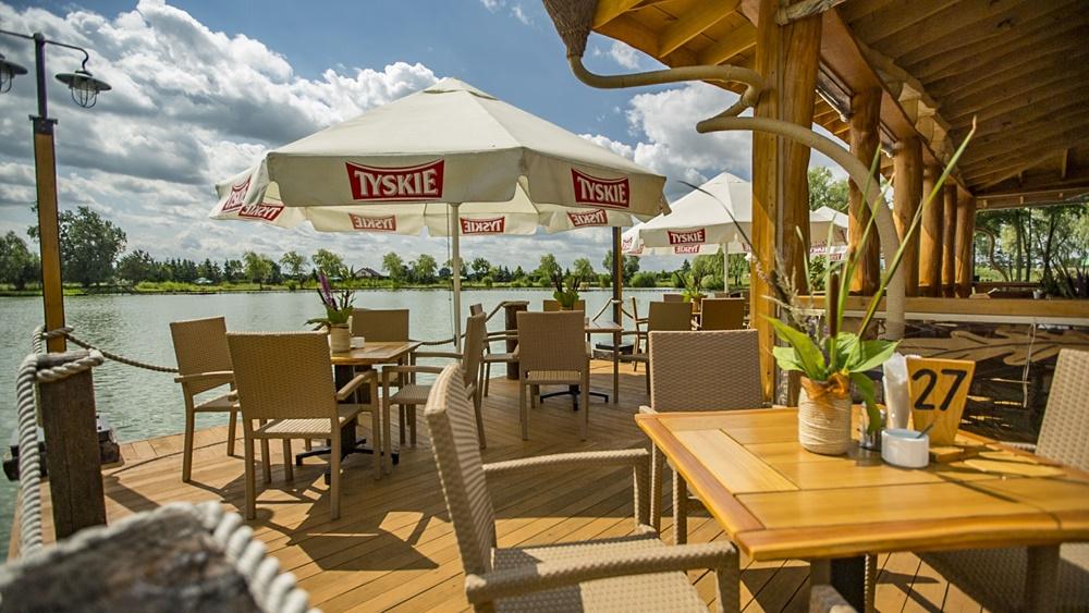 restauracja-lowisko-altana-stolik-nad-woda-slider